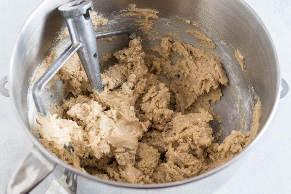 Тесто для рецепта шоколадного печенья Nestle.