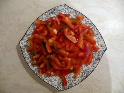 болгарский перец, нарезанный соломкой