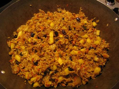 готовим рис с изюмом и орехами
