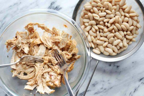 Измельченная курица и фасоль для перца чили из курицы буйвола